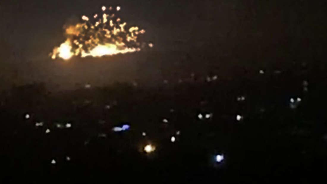 Raketen schlagen nahe der syrischen Hauptstadt Damaskus ein.