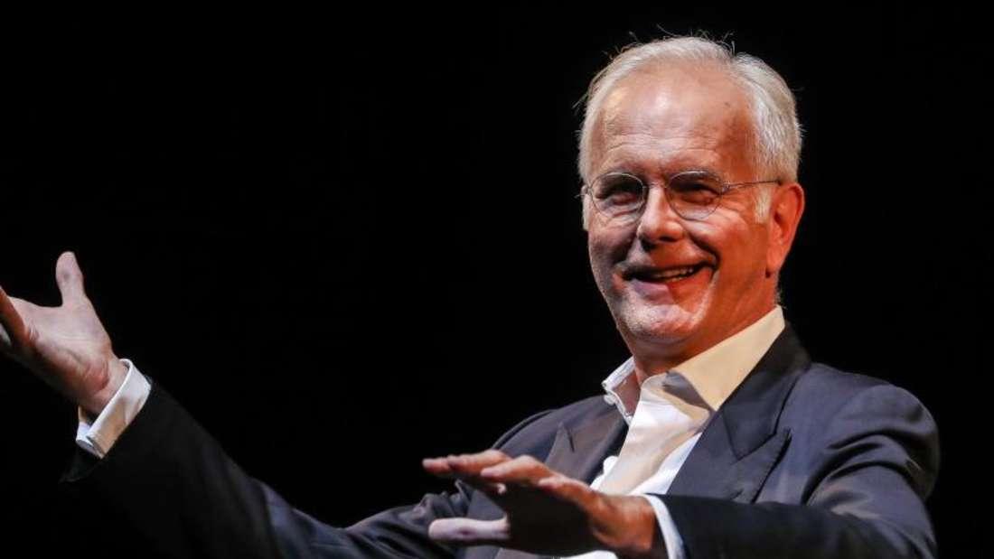Kabarettist Harald Schmidt lässt sich von Weltuntergangsszenarien nicht aus der Ruhe bringen. Foto: Christoph Schmidt/dpa