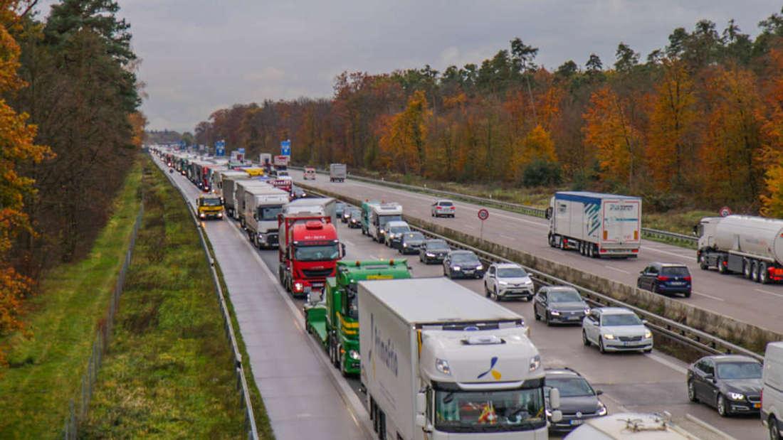 18 Kilometer Stau nach einem Unfall auf der A6. (Symbolfoto)