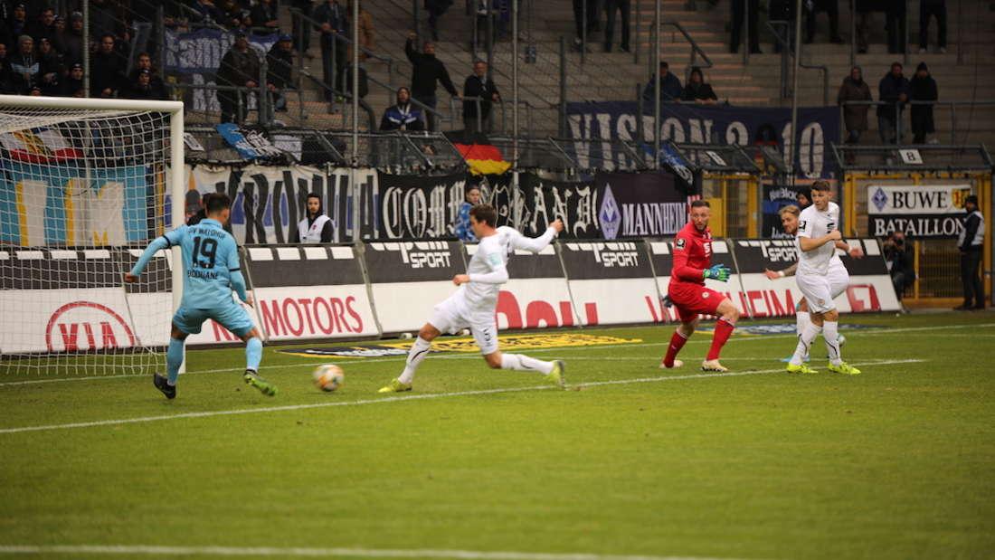 Ein nicht gegebener Elfmeter beim Spiel SV Waldhof Mannheim gegen Eintracht Braunschweig sorgt für Ärger.