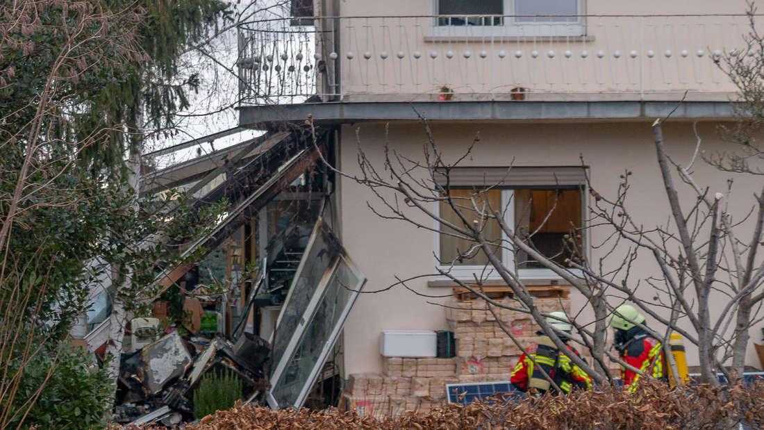 Bewohner (41) mischt Chemikalien-Mix im Wintergarten - plötzlich explodiert der ganze Wintergarten und stürzt ein.