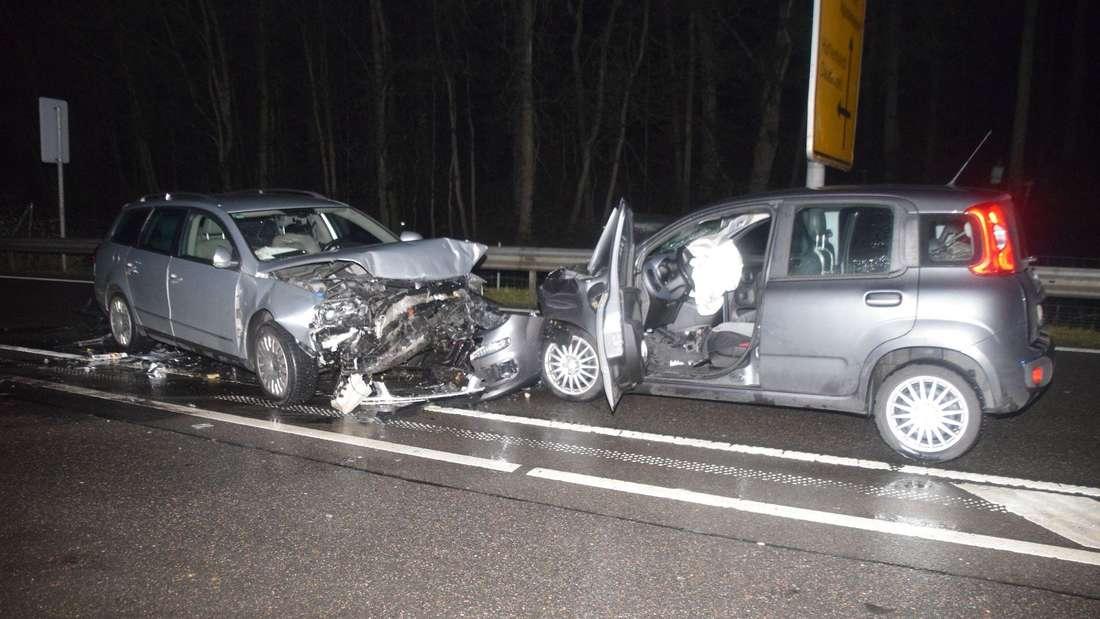 Bei einem Unfall auf der B292 werden vier Personen schwer verletzt.