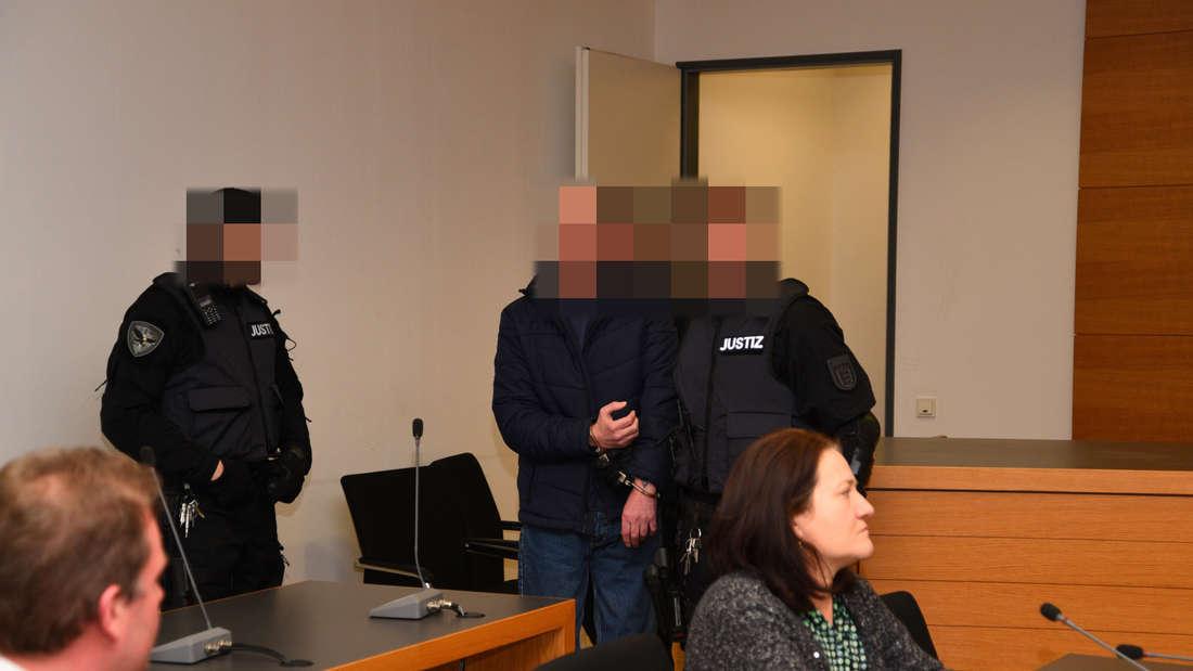 Der erste Prozesstag am Landgericht Heidelberg beginnt mit einem umfassenden Geständnis des angeklagten Bankräubers.