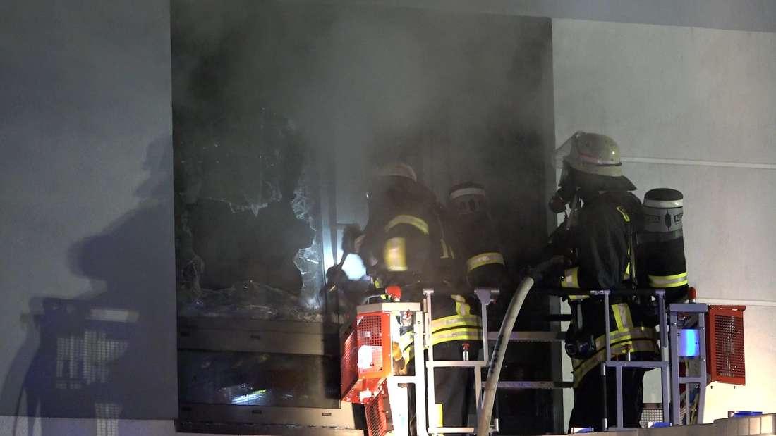 Ein brennendes Bett löst in der Vitos Klinik in Heppenheim einen Feueralarm aus.