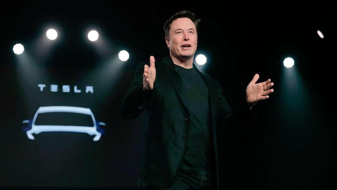Elon Musk will, das Telsa-Fahrzeug künftig mit Fußgängern sprechen.