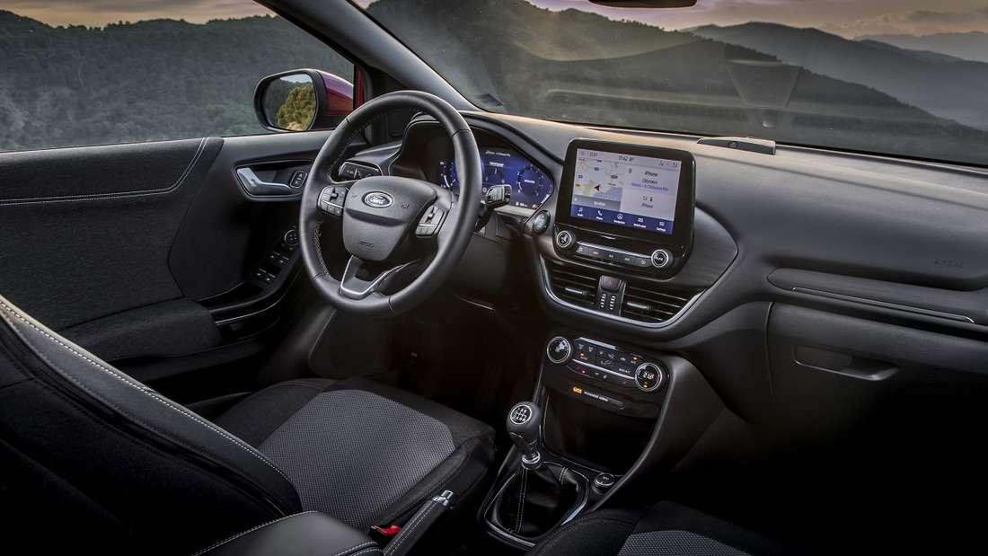 Außen hui und innen ganz und gar nicht pfui: Das ansonsten und im besten Fall nüchterne Ambiente eines Fords weicht im Puma einem durchaus ansprechendem Cockpit-Design. Natürlich voll digital.
