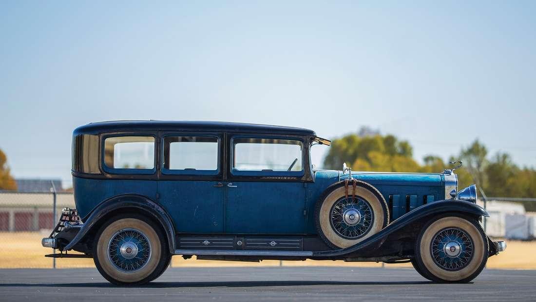 Seinen Titel verdankt der Siebensitzer seinem blauen Außenlack, den der Erstbesitzer, der Kongressabgeordneten Ira C. Copley, in Auftrag gab, um damit seiner Hochschule zu huldigen.