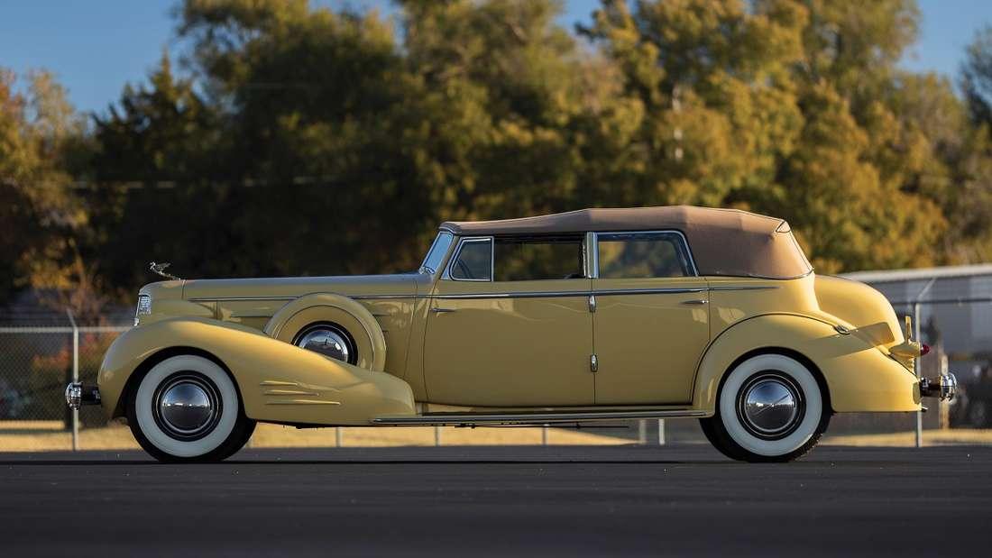Sehr imposant und mit umgerechnet 540.000 bis 670.000 Euro zweitteuerster V16 aus der Groendyke-Sammlung ist der Imperial Convertible Sedan aus dem Jahr 1935.