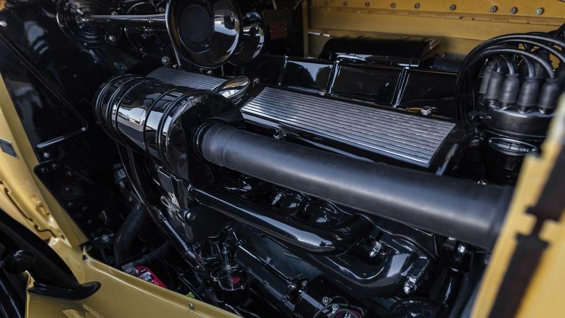 Der von preisgekrönten Restauratoren hergerichtete Imperial Convertible Sedan bietet einen fahrbereiten Original -V16-Motor.