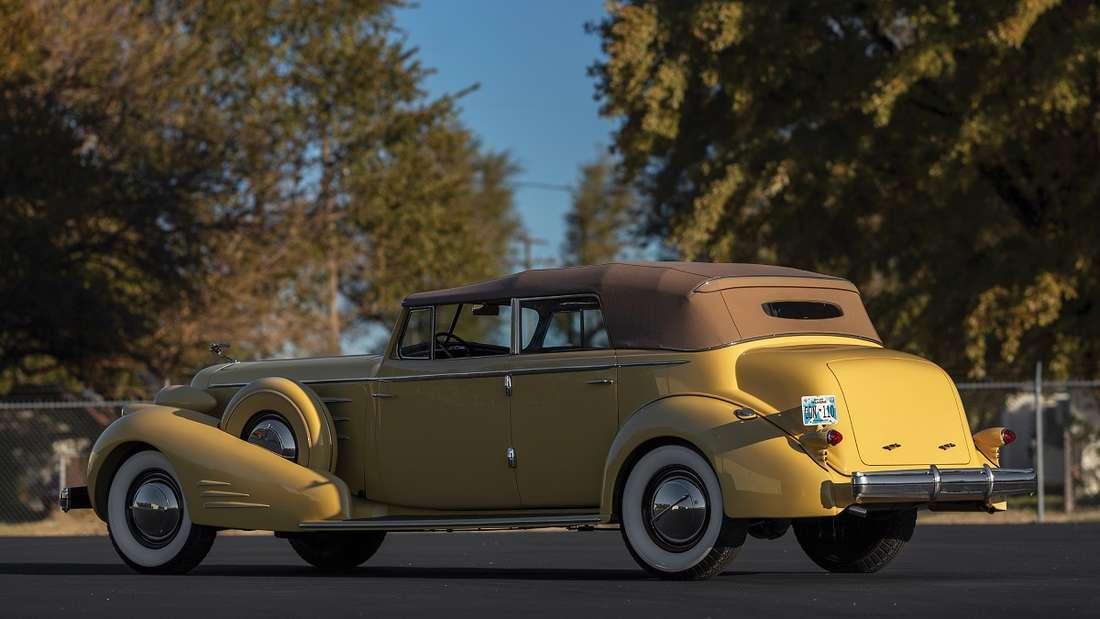 Das für die späten 30er-Jahre typische, tropfenförmige Design prägt diesen 35er-V16.
