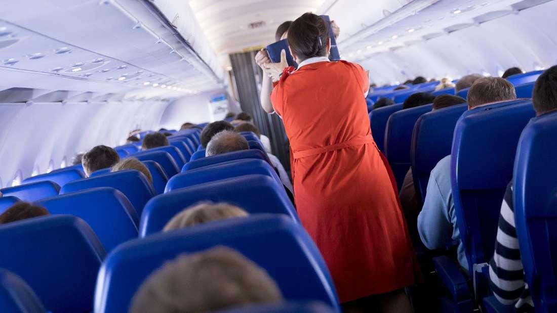 Stewardessen haben keinen einfachen Job. (Symbolbild)