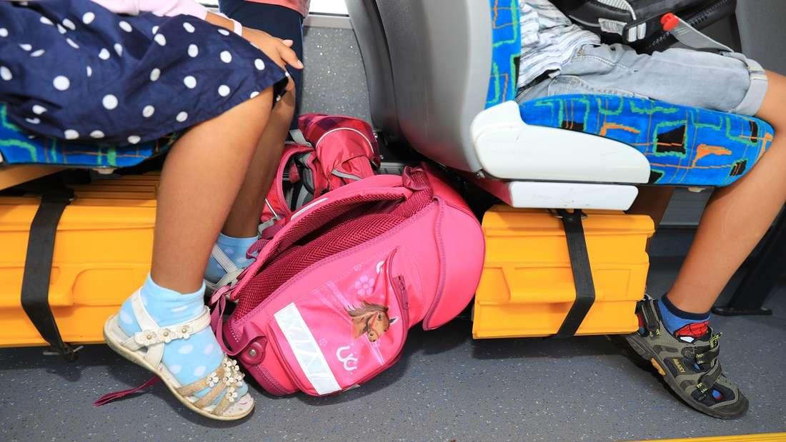 In Schulbussen fahren Kinder oft ohne Gurt.