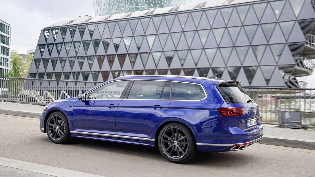 Auf der Autobahn verbraucht der VW Passat bei einer Geschwindigkeit von 100 km/h durchschnittlich sechs Liter.