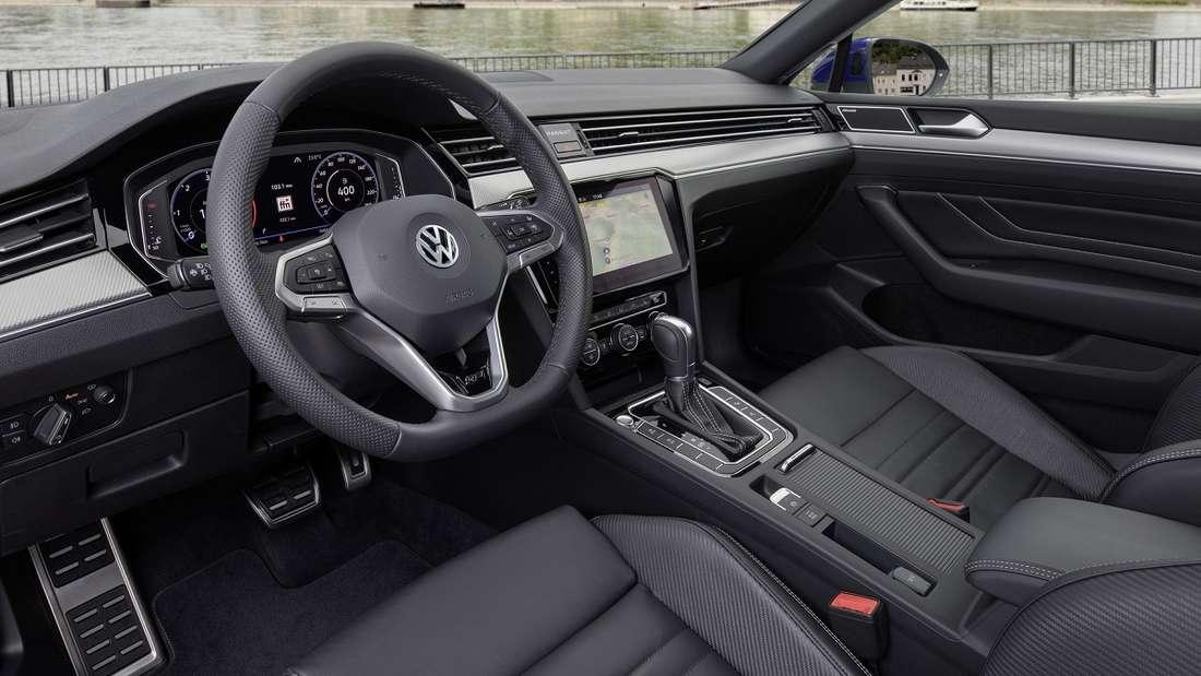 Das neue Facelift des VW Passat Variant bietet ein weiterentwickeltes Digital Cockpit.