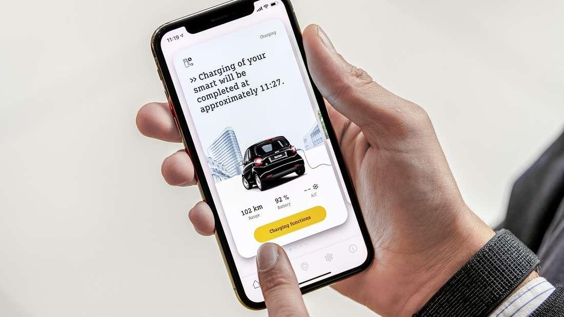 Der neue Smart kann per Smartphone überwacht und gesteuert werden. Aufladen, vorheizen, kühlen – das alles geht auch aus der Ferne.