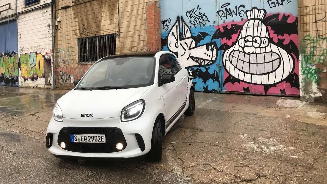 Modern, stylisch, urban: Mit diesen drei Attributen will der Smart auch weiterhin seine Kundschaft anziehen. Passend dazu: Der rein elektrische Antrieb.