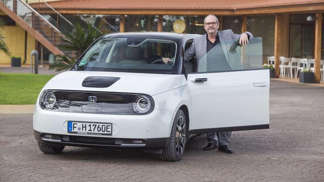 Mit großer Spannung wartete Autor Rudolf Bögel schon seit knapp drei Jahren auf die Fahrpräsentation des Honda e. Der erste Kontakt mit dem damals noch als Urban EV bezeichneten Konzeptfahrzeug war auf der IAA 2017.