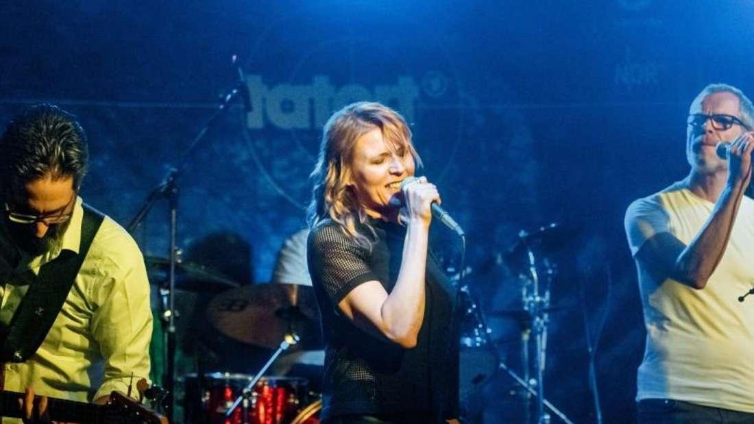Franziska Weisz spielt mit ihrer Band Jawoi! im Bahnhof Pauli. Foto: Markus Scholz/dpa