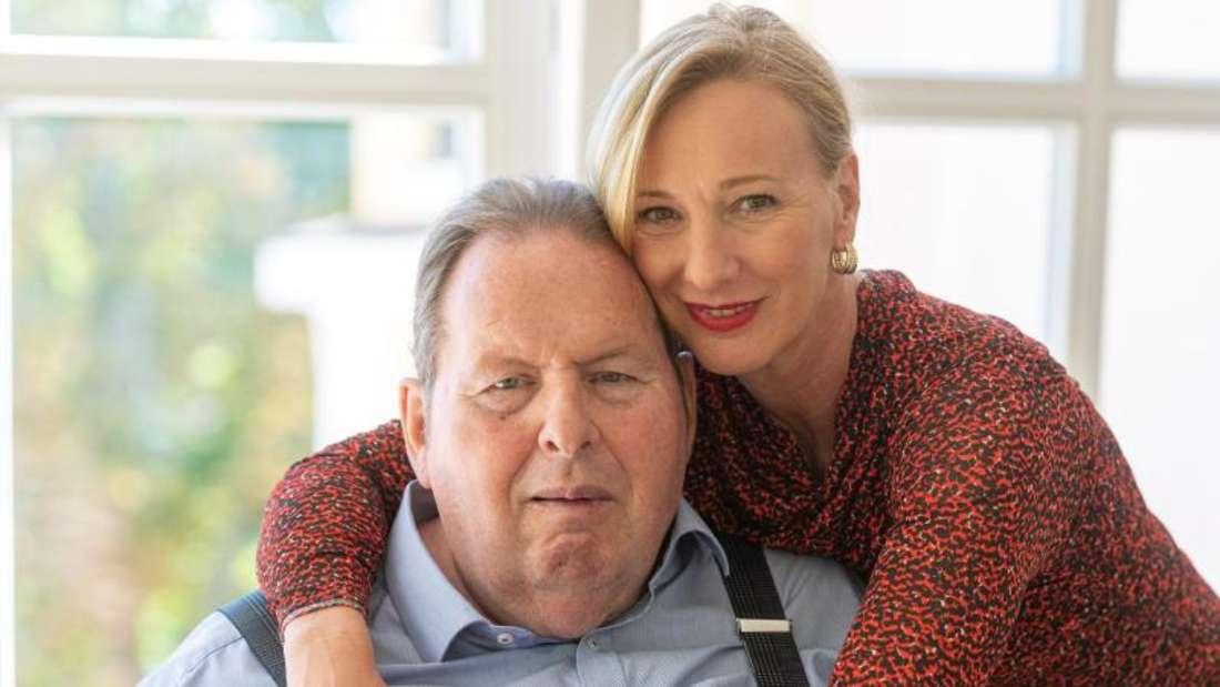 Ottfried Fischer und seine Lebensgefährtin Simone Brandlmeier: Der 66-Jährige will noch einmal heiraten. Foto: Armin Weigel/dpa