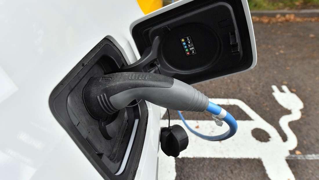 Elektroautos sind für so manchen Verbraucher ein Buch mit sieben Siegeln.