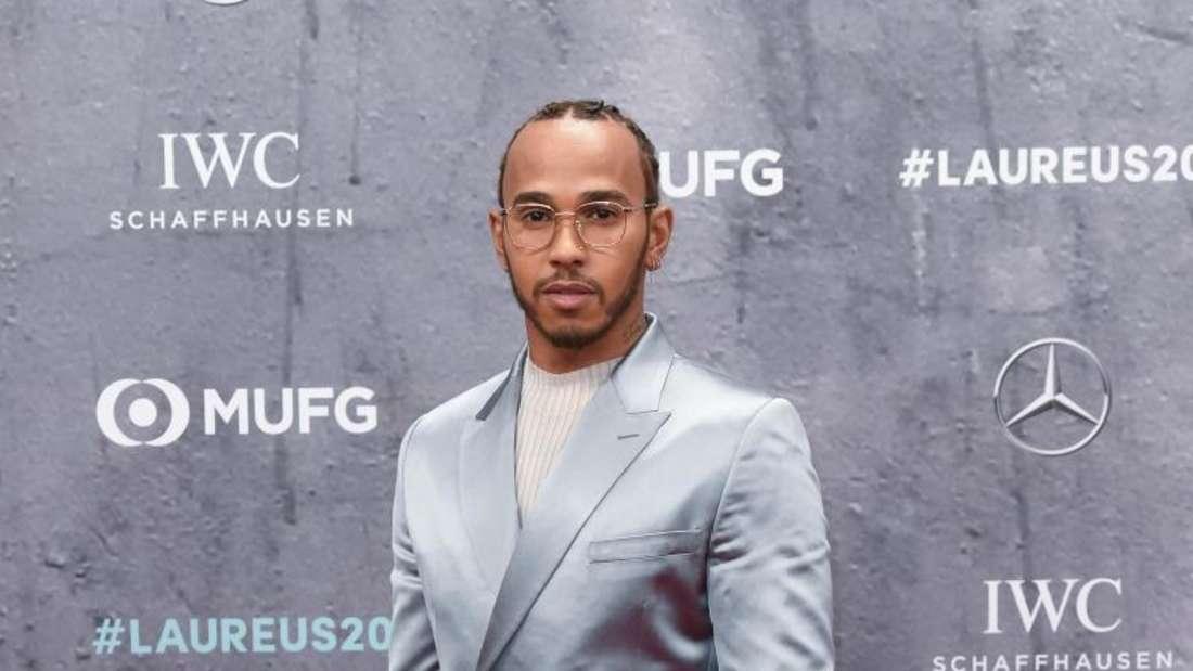 Outete sich als Messi-Fan: Formel-1-Weltmeister Lewis Hamilton. Foto: Jörg Carstensen/dpa