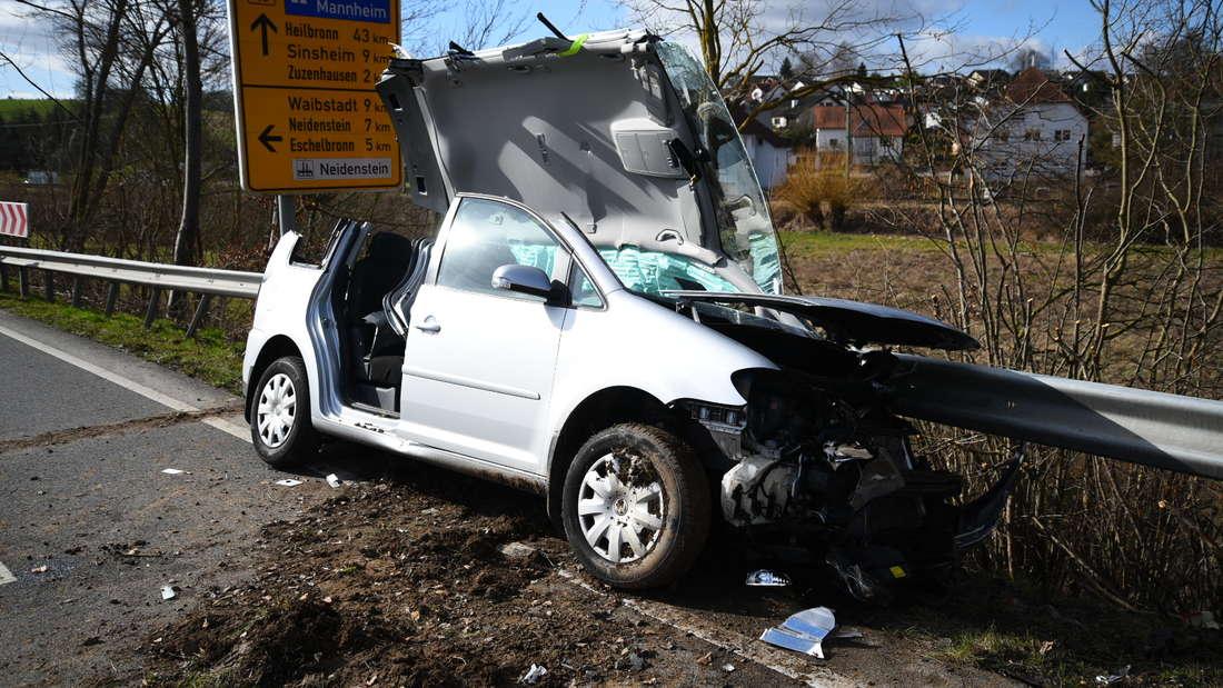 Auf der B45 bei Meckesheim kommt es am Freitag (21. Februar) zu einem Unfall. Der Crash ereignet sich an der Einmündung zur L549. Die B45 ist im Bereich Meckesheim derzeit gesperrt. © HEIDELBERG24/PR-Video/Priebe