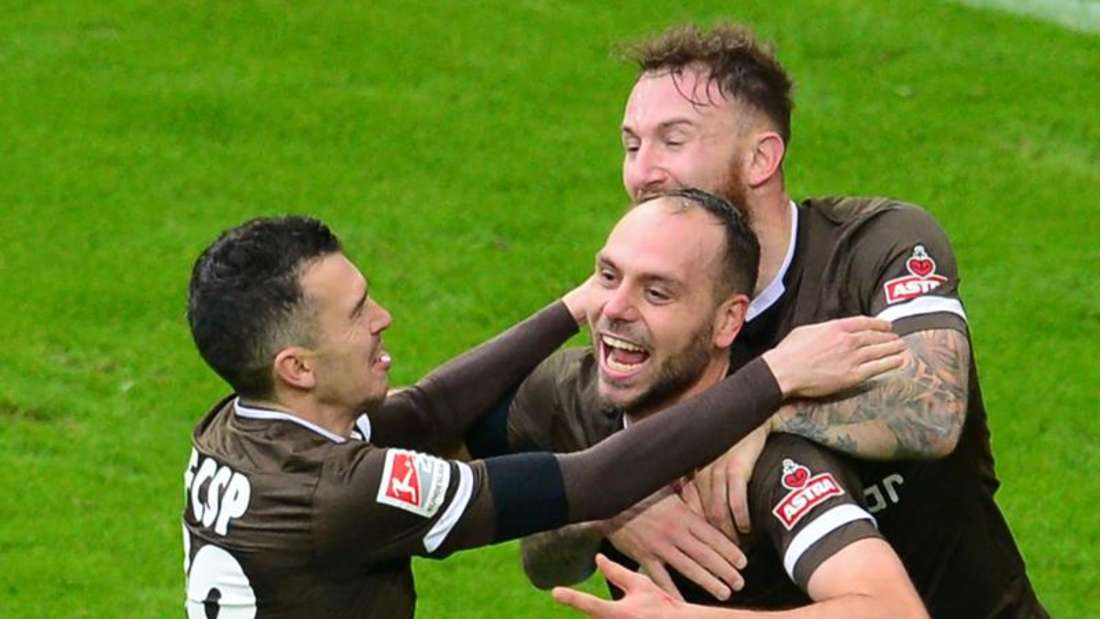 Die Underdogs vom Kiez gewannen auch das zweite Hamburger Derby. Foto: Daniel Bockwoldt/dpa