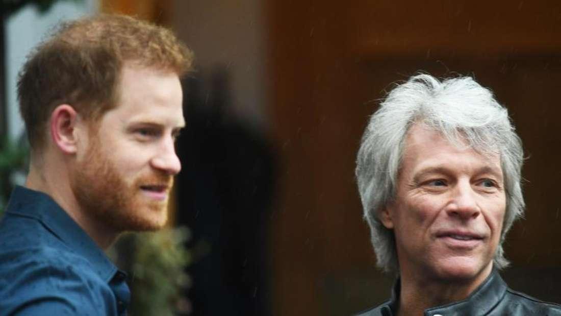 Jon Bon Jovi (r) mit Prinz Harry vor den Abbey Road Studios. Foto: Victoria Jones/PA Wire/dpa