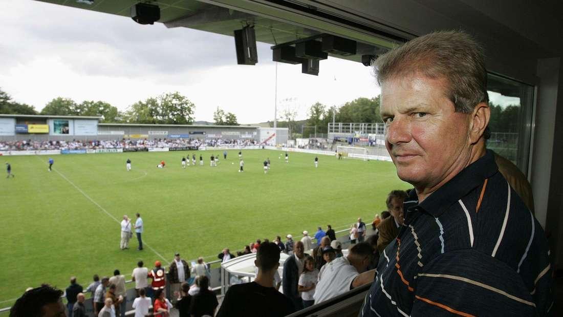 Dietmar Hopp 2004 im Stadion der TSG Hoffenheim