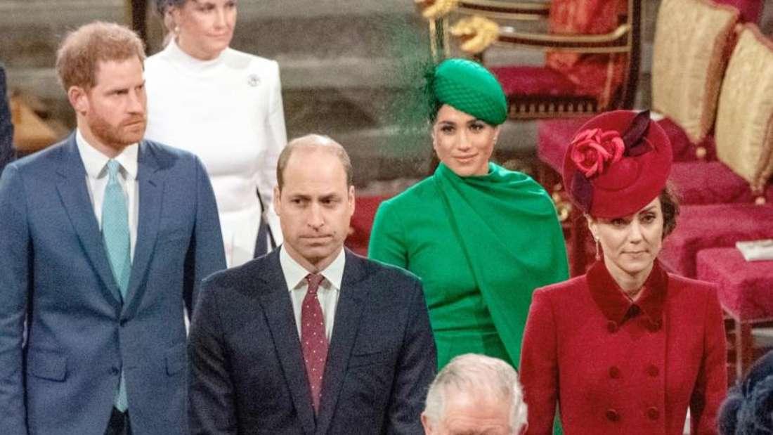 Prinz Harry (l-r), Prinz William, Herzogin Meghan, Herzogin Kate mit Prinz Charles am Commonwealth-Tag. Foto: Phil Harris/POOL Mirror/AP/dpa