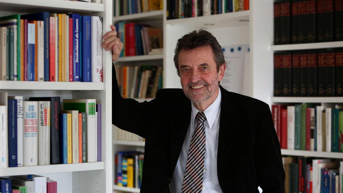Josef Foschepoth, Historiker an der Universität Freiburg, posiert auf einem undatierten Handout.
