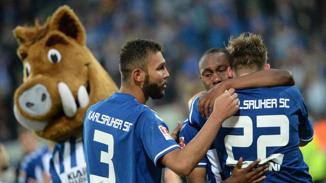 Die KSC-Profis trauern 2015 nach dem dramatisch verpassten Aufstieg in die Bundesliga.