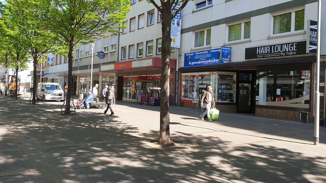 In Ludwigshafen haben zahlreiche Läden wieder geöffnet. Der große Ansturm bleibt aber aus.
