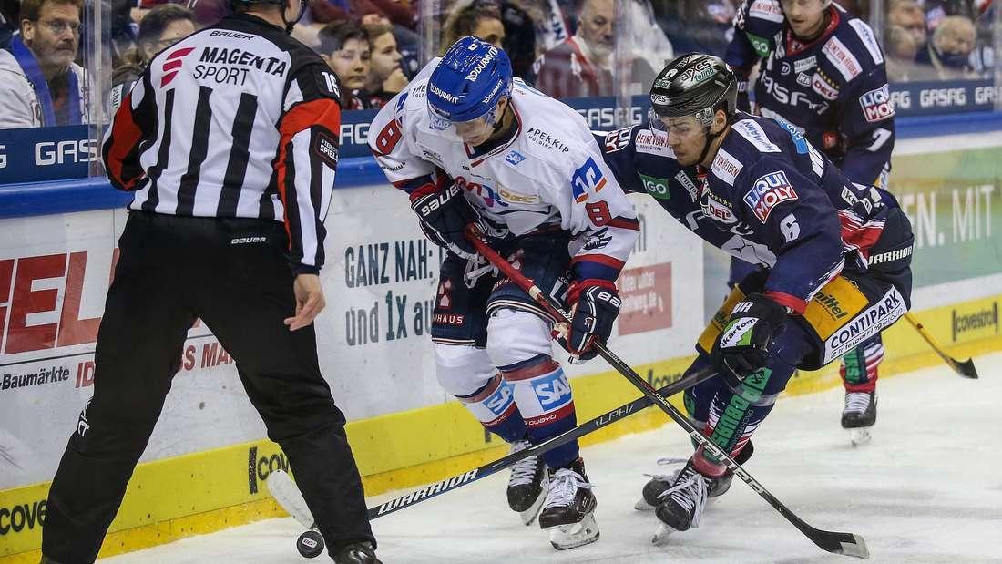 Tim Stützle (hier bei einem Auswärtsspiel in Berlin) will den Sprung in die NHL schaffen.