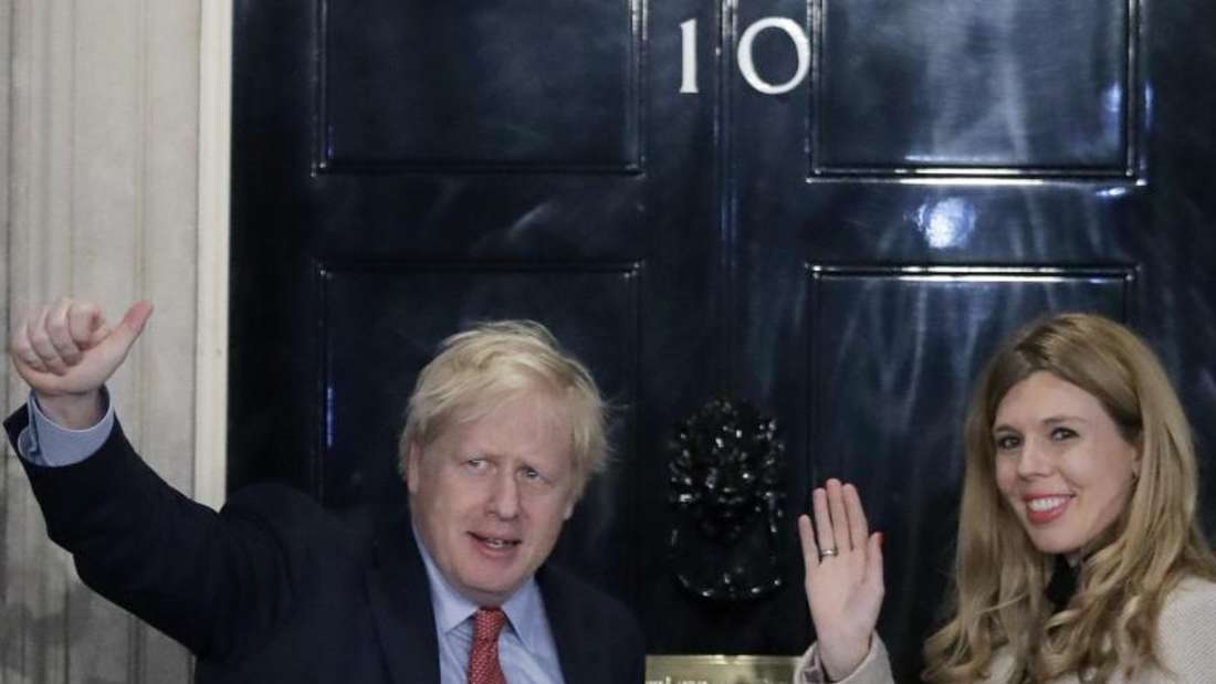 Boris Johnson und Carrie Symonds freuen sich über einen Jungen. Foto: Matt Dunham/AP/dpa
