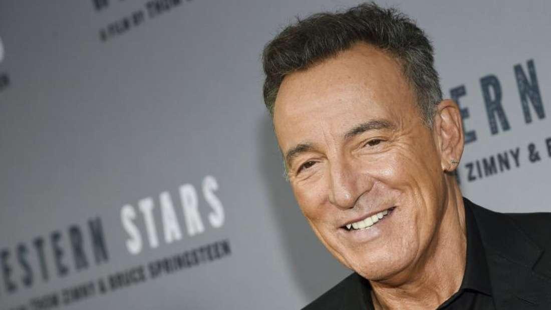 Bruce Springsteen vertraut in Sachen Styling seiner Frau Patti Scialfa - zumindest in Corona-Zeiten. Foto: Evan Agostini/Invision/AP/dpa