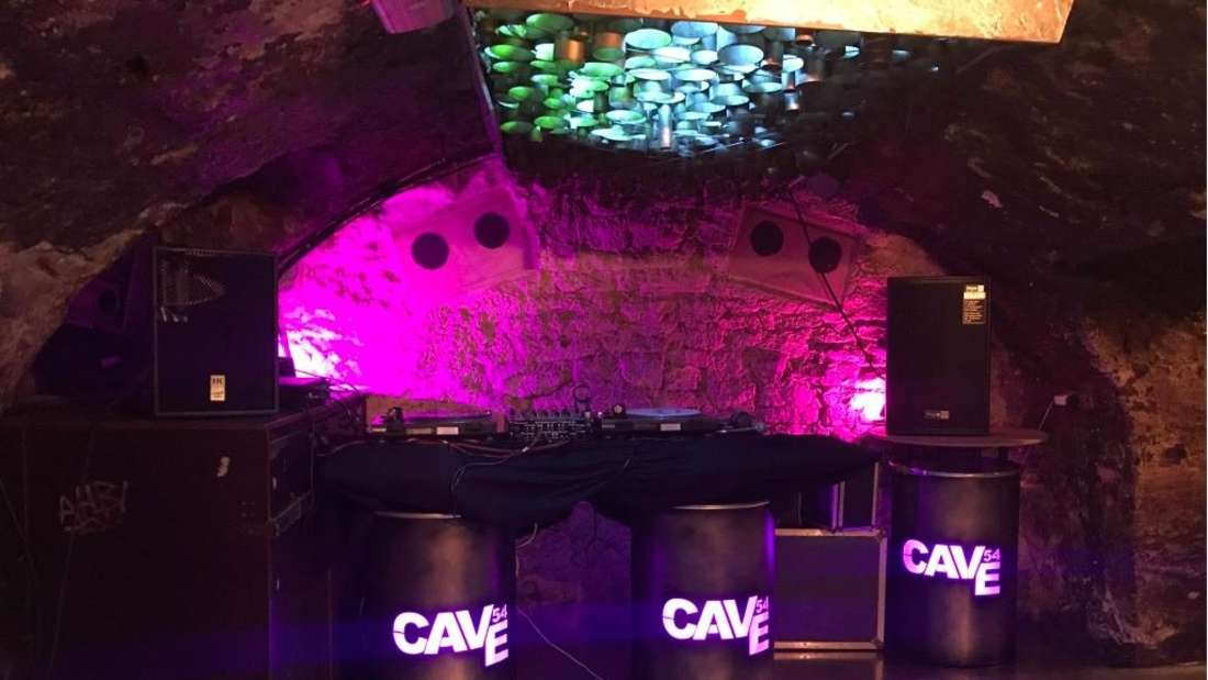 Das Cave54 ist sowohl bei Nachtschwärmern als auch bei Jazz-Fans beliebt. Doch wegen der Corona-Krise fehlt jetzt das Geld und der Club steht vor dem Aus.