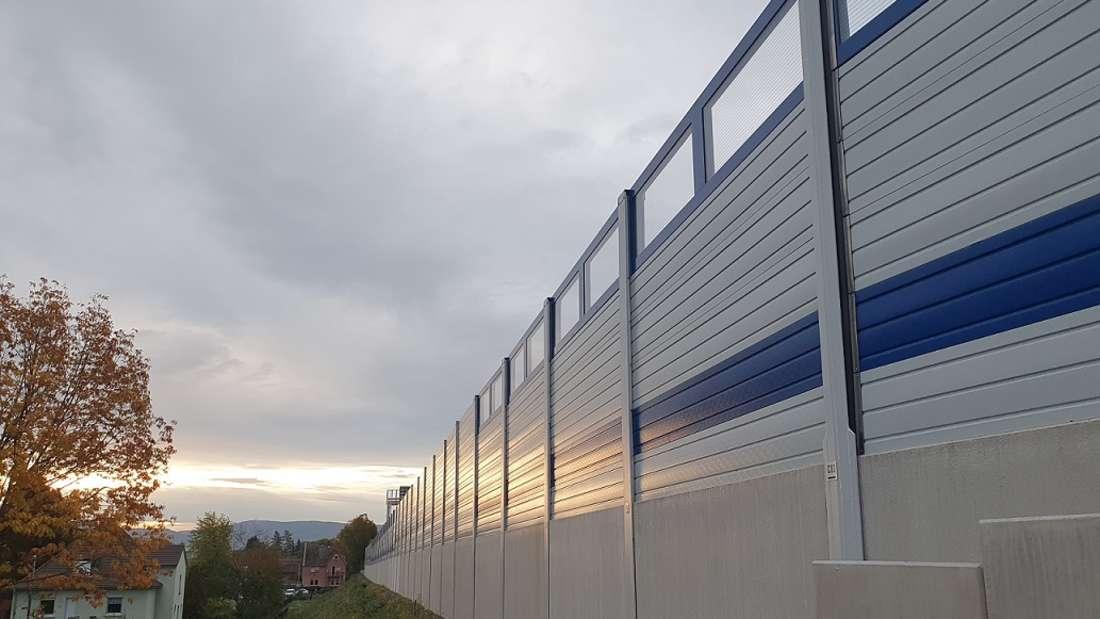 An der A656 zwischen Mannheim und Heidelberg wurden Lärmschutzwände verlängert und erneuert.