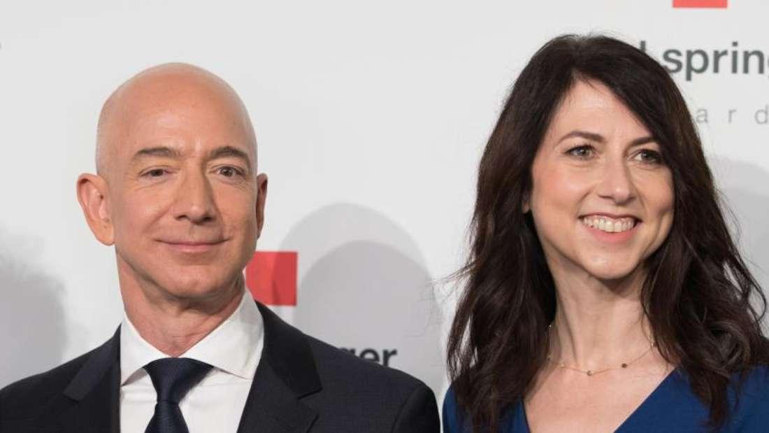 Jeff Bezos und seine damalige Ehefrau MacKenzie 2018 in Berlin. Foto: Jörg Carstensen/dpa