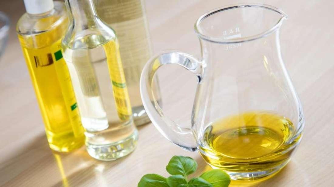 Öl wird oft zum Kochen, Braten und Frittieren benutzt.