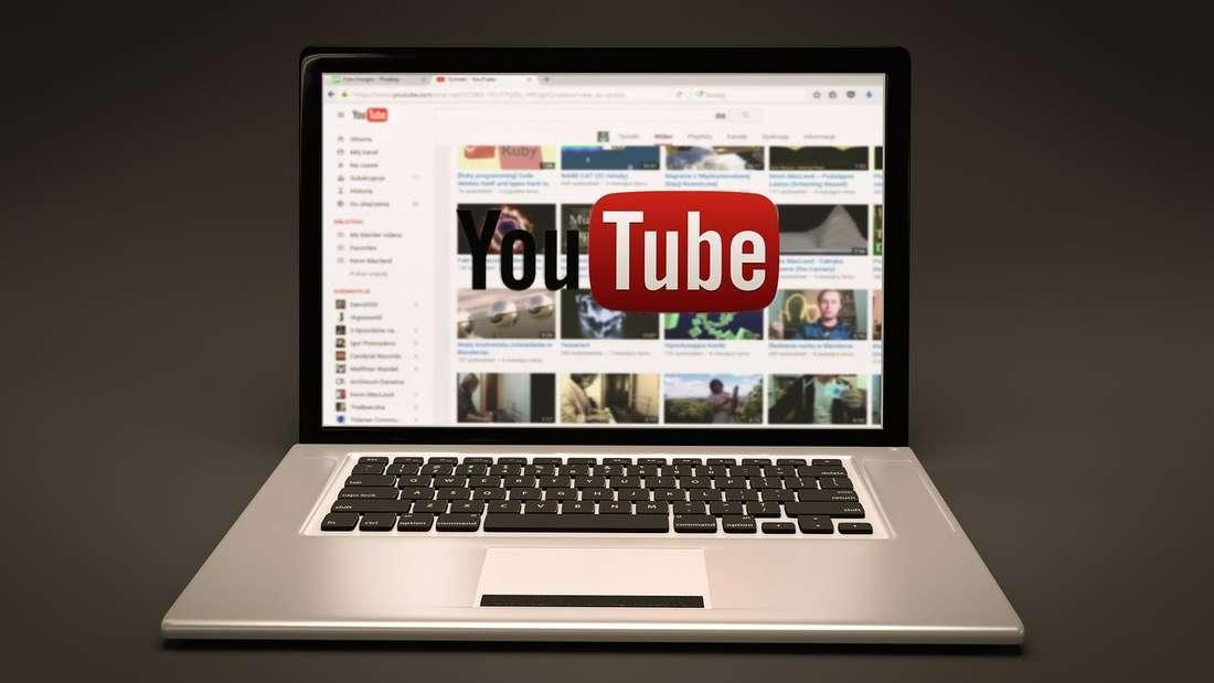 Ein PC mit dem Logo von YouTube