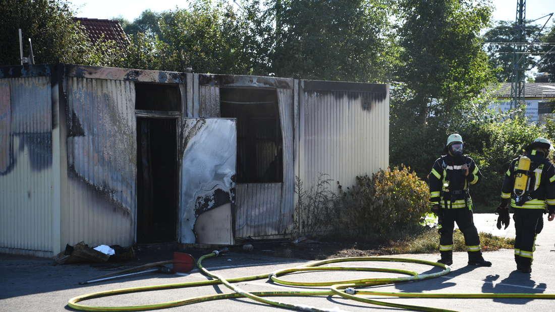 Zwei Tote nach Brand in Wohncontainer in Industriestraße in Meckesheim.