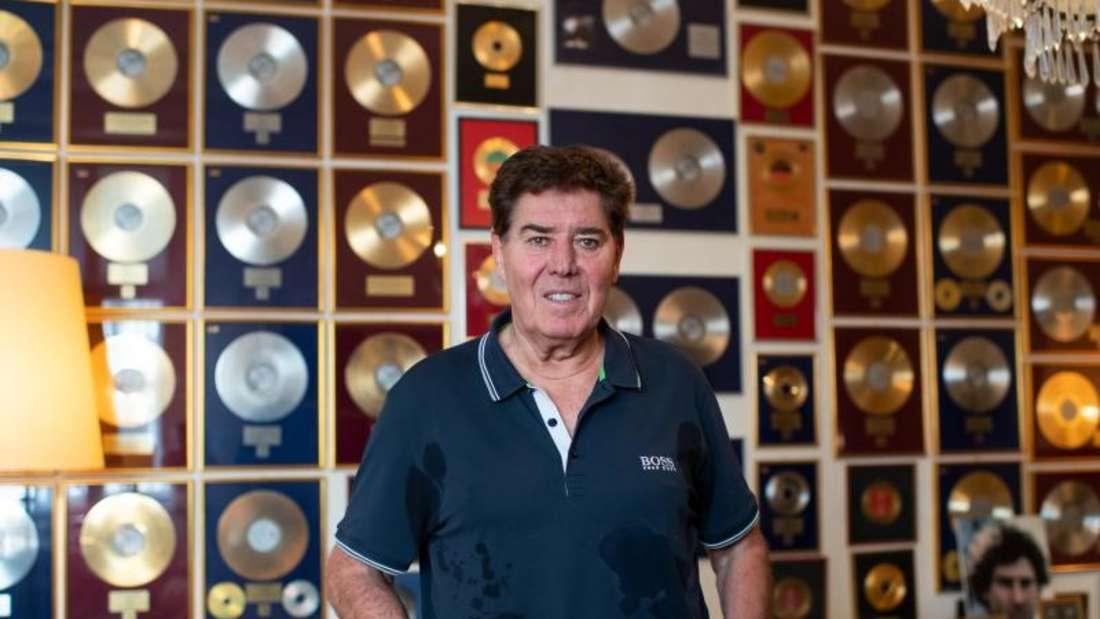 Jack White hat jede Menge Goldene Schallplatten an der Wand, doch mit Musik habe er nichts mehr am Hut, erzählt er. Foto: Bernd von Jutrczenka/dpa