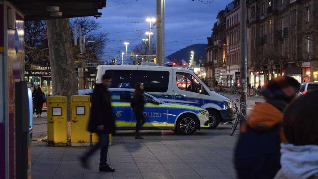 In der Nacht auf Samstag muss die Polizei zu einem Großeinsatz am Marktplatz ausrücken. (Symbolbild)