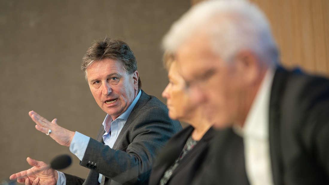 Wienfried Kretschmann, Susanne Eisenmann und Manne Lucha bei der Pressekonferenz.