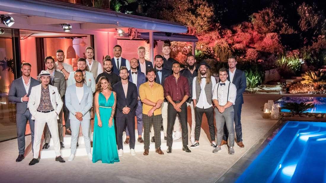 """Gruppenfoto der 20 Kandidaten mit der """"Bachelorette 2020"""" Melissa Damilia"""