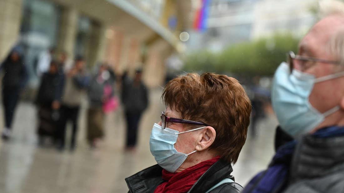 Angesichts steigender Infektionszahlen verschärft die Stadt Stuttgart ihre Corona-Auflagen.