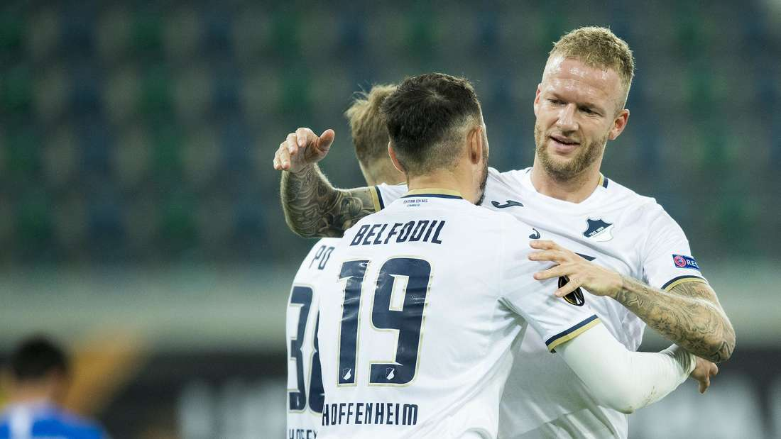 Hoffenheim-Stürmer Ishak Belfodil jubelt mit Kevin Vogt