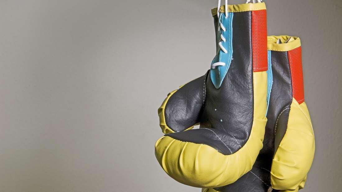 Hängende Boxhandschuhe