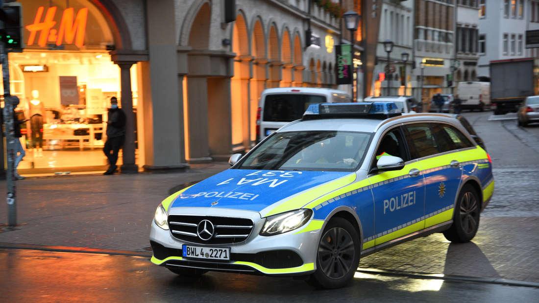 Ein Autokorso gegen die Corona-Maßnahmen hält die Polizei am Samstag in Heidelberg auf Trab. (Symbolbild)